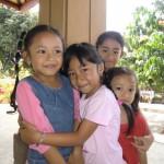 ブログ106_ガムラン隊の近くで遊んでいた子供たち