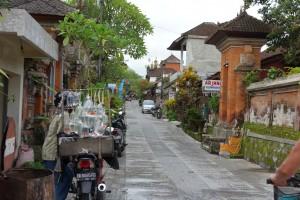 ジャラン・カジェンの風情ある街並み