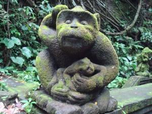 サルの石像