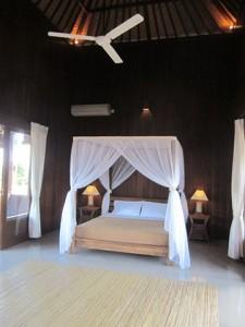 ブログ226_ロカパラヴィラ寝室2