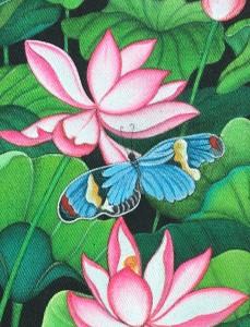 左右非対称な個性的な蝶